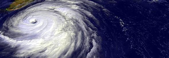 quien le pone nombre a los huracanes