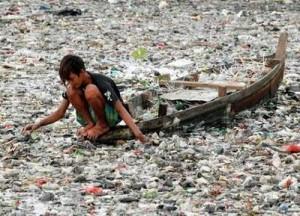 isla de basura flotando en el oceano pacífico