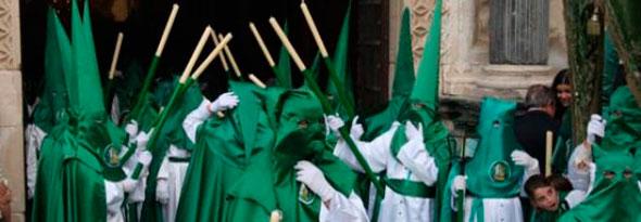 por que los penitentes visten con capirote en semana santa
