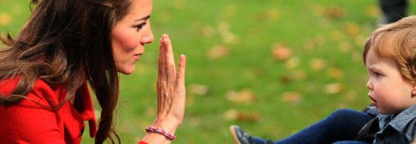 kate middleton se une a la moda de las pulseras goma