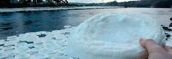 raros discos de hielo en un rio de Escocia