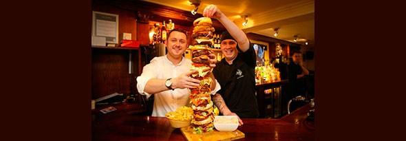 La hamburguesa más alta de Gran Bretaña existe