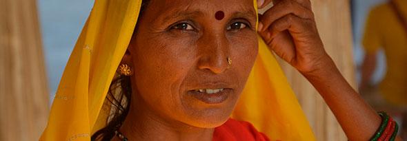 ¿Por qué el punto rojo en las mujeres hindúes?